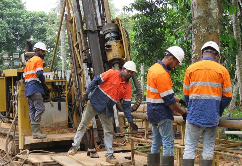 Drillers operating the MD600 diamond drill rig